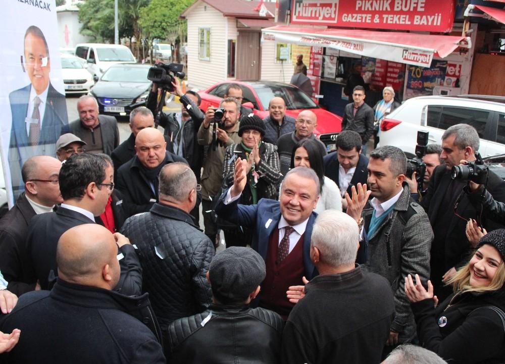 CHP Antalya Büyükşehir Adayı Böcek, CHP İl Başkanlığında partililerle buluştu