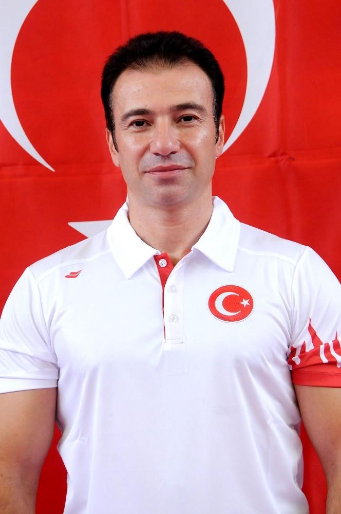 Dünya şampiyonu Alper, Muratpaşa'da