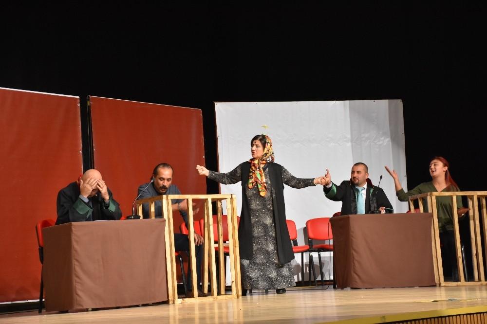 Halk tiyatrosu seyirci ile buluştu