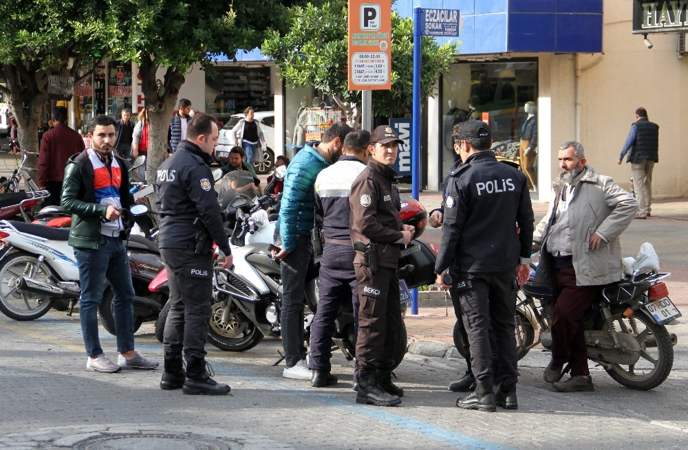 Kaldırımları ve yaya geçitlerini işgal eden motosikletlere ceza yağdı