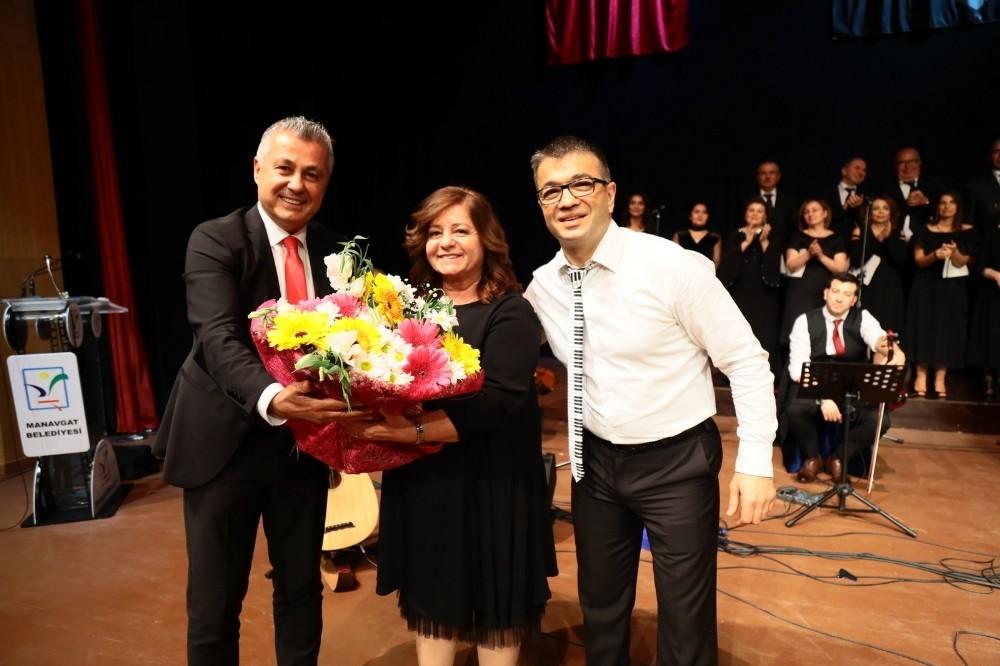 Manavgat Belediyesi TSM Korosu'ndan 'Gönül Şarkıları'
