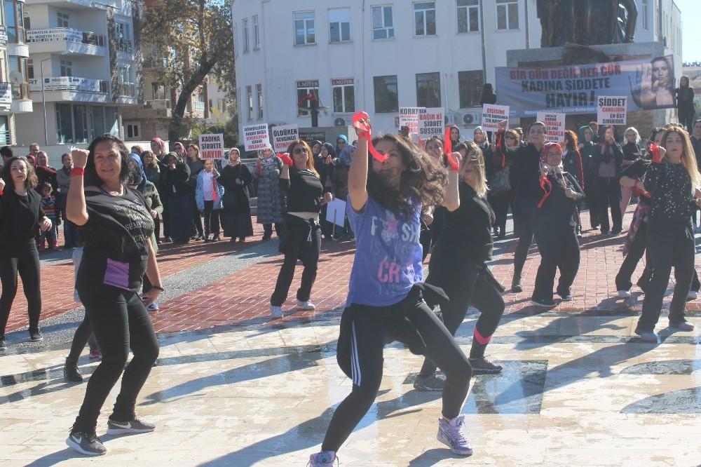 Manavgat'ta kadına şiddete zumbalı protesto