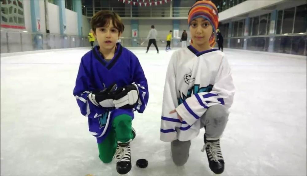 Minik buz hokeyciler Antalya'ya şampiyonluk getirdi
