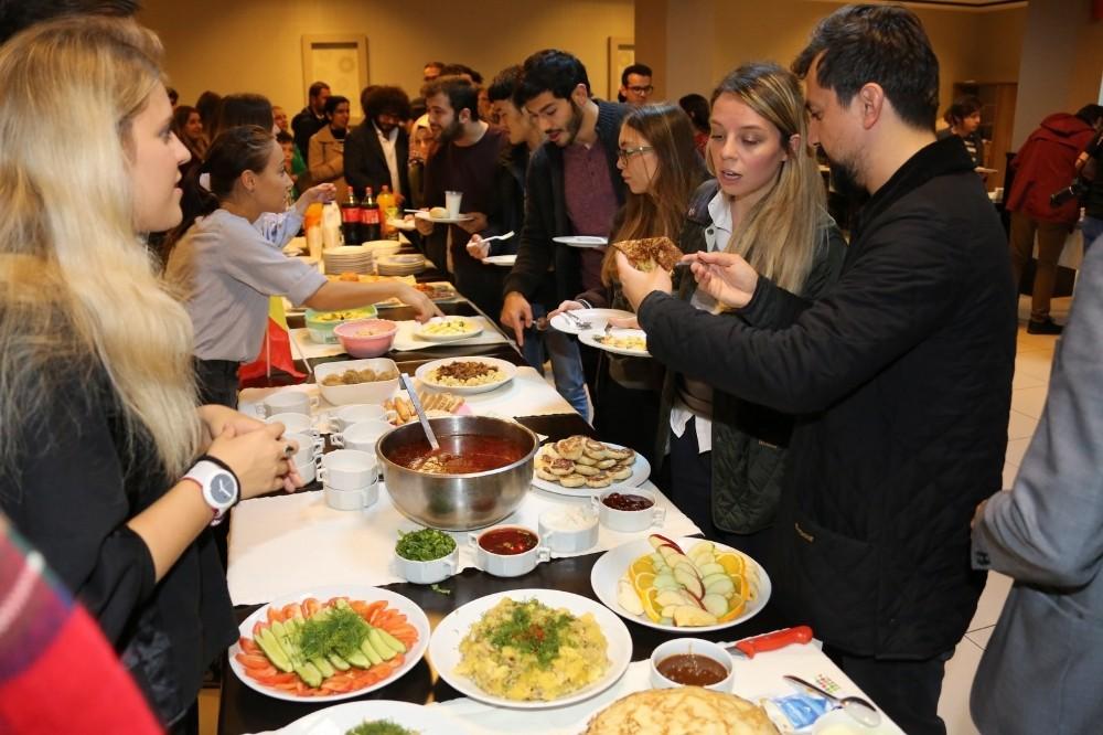 Öğrenciler Kültürlerarası Yemekte Buluştu