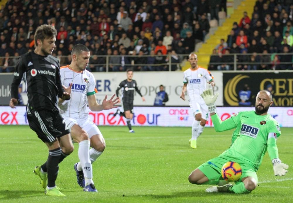 Spor Toto Süper Lig: Aytemiz Alanyaspor: 0 – Beşiktaş: 0 (İlk yarı)