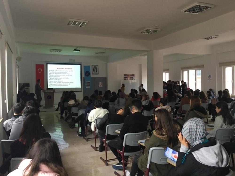 Üniversite Öğrencilerine AIDS semineri