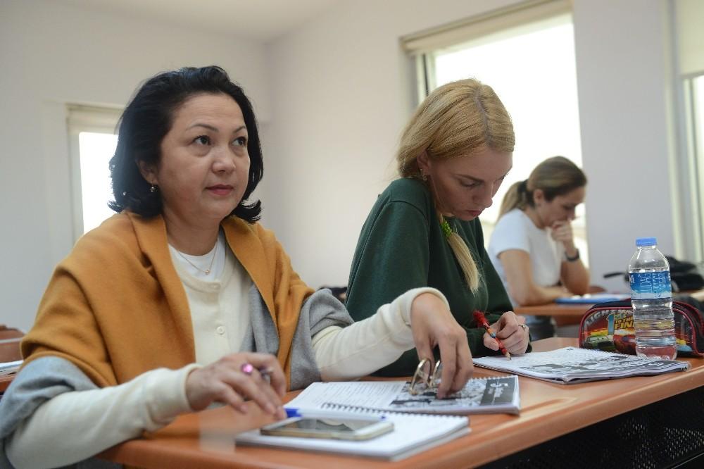 Yabancılar, Türkçe'yi ASMEK'te öğreniyor