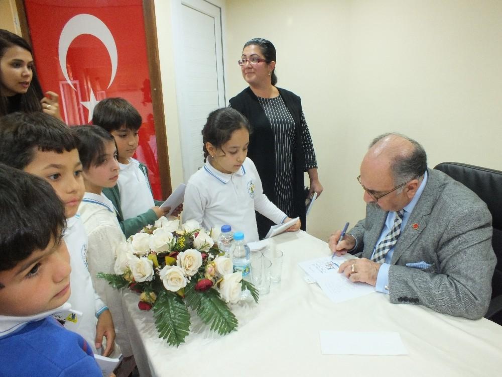 Yalvaç Ural'la 'Okuyan Çocuklar'