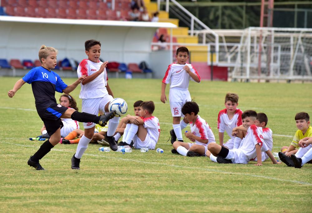 Antalyalı çocuklar Cumhuriyet Kupası için ter döktü
